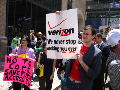 verizon protest.jpg